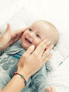 Masaje-facial-para-bebes_reference